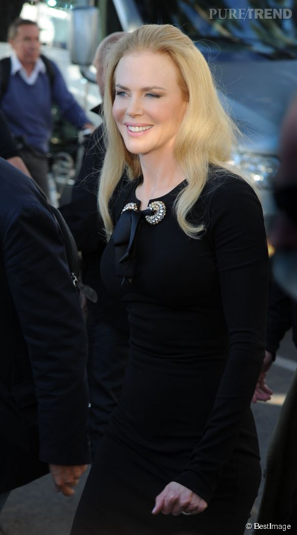 """Nicole Kidman, allure rétro pour présenter """"Grace de Monaco"""" sur le plateau de Canal + à Cannes."""