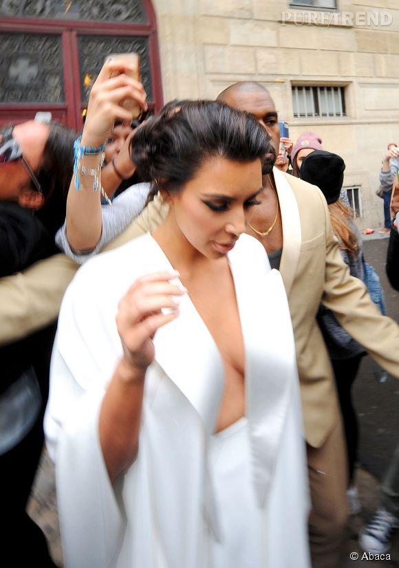 Mariage Kim Kardashian Un Décolleté En Apesanteur Pour