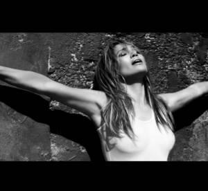 Jennifer Lopez : sexy dans son clip First Love, elle s'offre à David Gandy