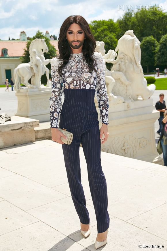 Conchita Wurst, habillée en pantalon effet corset pour le First Ladies Lunch du Life Ball le 31 mai 2014.
