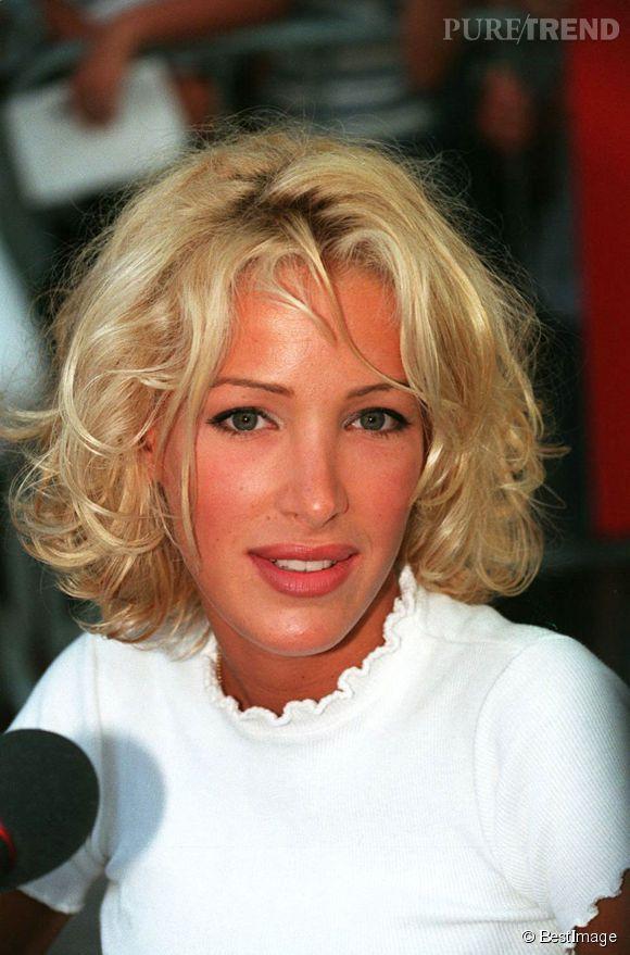 Ophélie Winter au micro de radio Saint Tropez en 1995.
