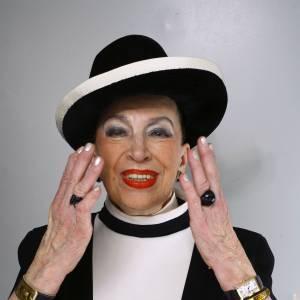 Geneviève de Fontenay, la dame au chapeau, s'est exprimée dans une tribune publiée par Huffington Post... De quoi râler contre le Président Hollande.