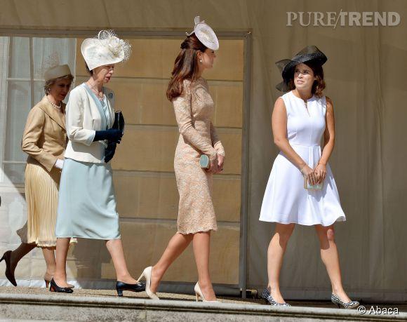 Kate Middleton, radieuse, exhibe sa ligne d'enfer dans une robe sable près du corps.