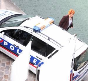"""Véronique Genest sur le tournage de la série """"Julie Lescaut"""" le 26 septembre 2012."""