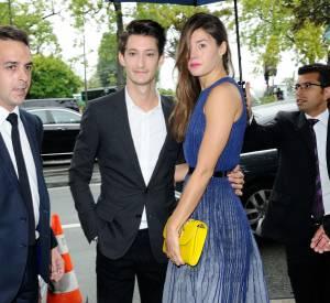 Pierre Niney et Natasha Andrews, chic et glamour pour la Fashion Week.
