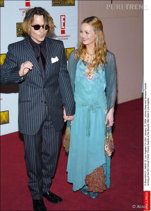 Johnny Depp et Vanessa Paradis à Los Angeles, main dans la main en 2004.