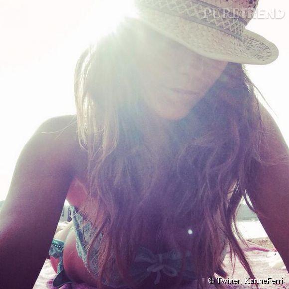 Karine Ferri nous donne des nouvelles de son séjour à la plage sur Twitter!