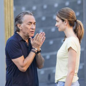 """Pascale Louange et Richard Berry jouent """"Le Début de la Fin"""" au Festival de Ramatuelle en août 2012."""