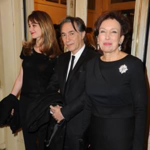 Richard Berry entre Pascale Louange et Roselyne Bachelot-Narquin lors d'un gala de bienfaisance en mars 2012.