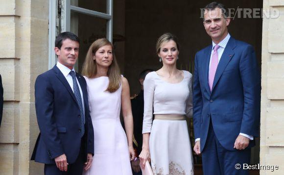 Le roi et la reine d'Espagne, Felipe et Letizia, ont rencontré Manuel Valls et sa femme Anne Gravoin à l'hôtel de Matignon à Paris, ce 22 juillet 2014. Deux couple au top !