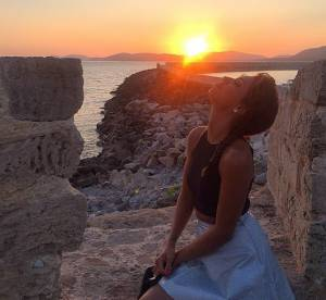 Tal : en vacances en Italie, elle s'offre un shooting romantique sur la plage