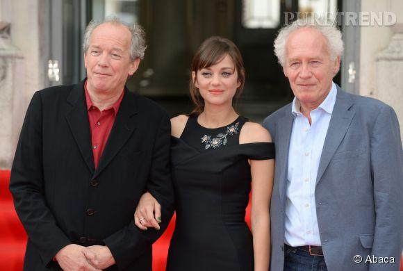Marion Cotillard aux côtés des réalisateurs Luc Dardenne et Jean-Pierre Dardenne à Londres le 7 août 2014.