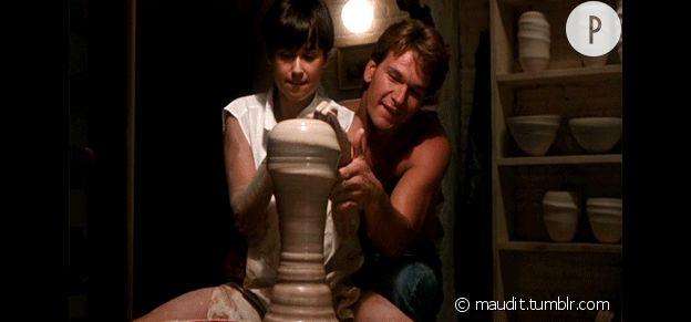 """Demi Moore et Patrick Swayze en pleine séance de poterie dans """"Ghost""""."""