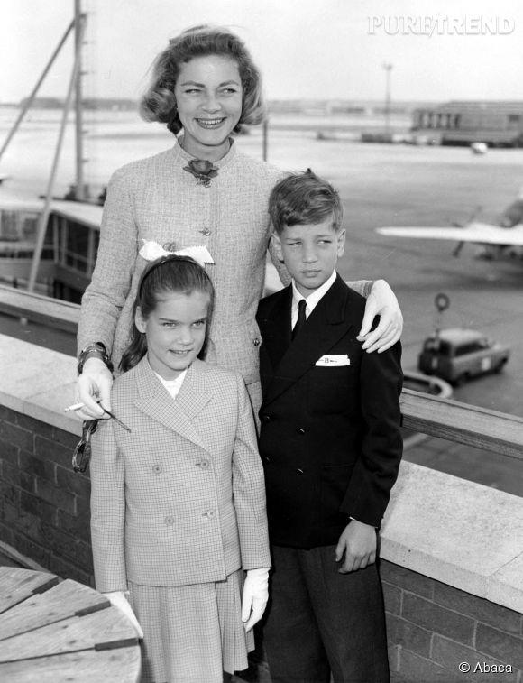 Lauren Bacall et les deux enfants qu'elle a eu avec Humphrey Bogard, Leslie et Stephen, immortalisés en 1959.