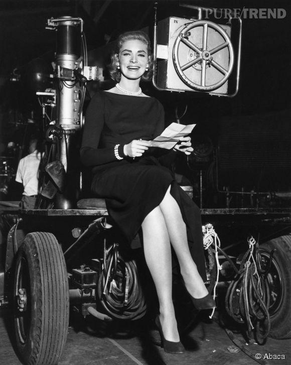 """Lauren Bacall, toujours aussi élégante sur le tournage de """"Designing Woman"""", sorti en 1957."""