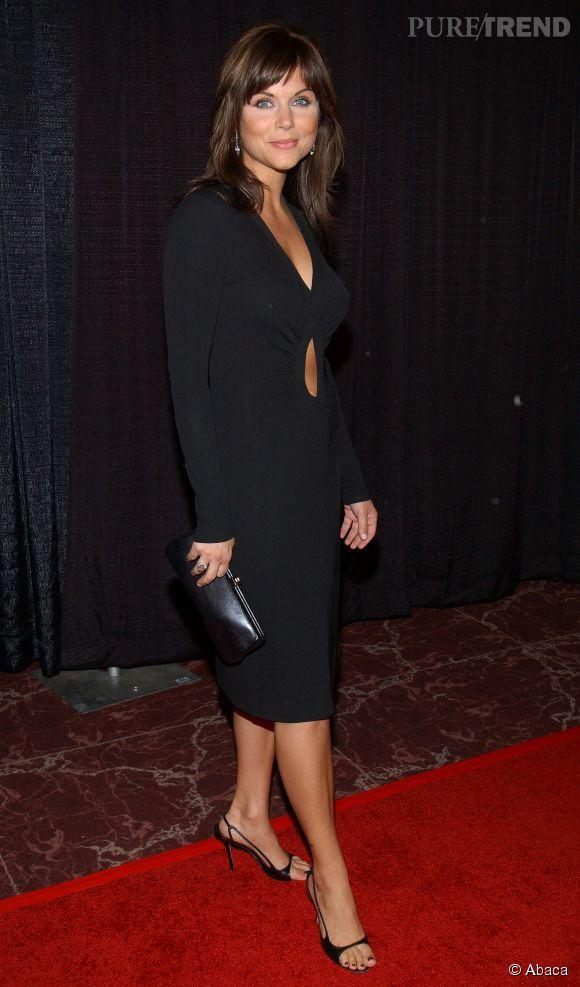 Tiffani Thiessen, femme fatale lors d'une soirée caritative en octobre 2003.