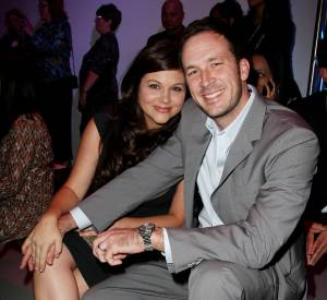 Tiffani Thiessen et son mari Brady Smith lors de la Fashion Week de New York en septembre 2010.