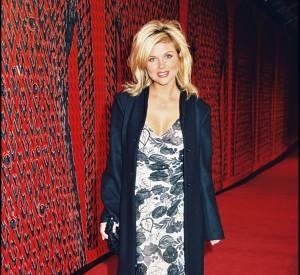 Tiffani Thiessen fête les 40 ans de carrière de Valentino en novembre 2000.