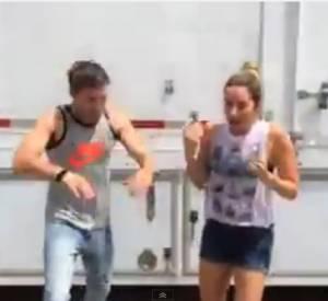 On aime bien quand Zac Efron mouille le maillot.