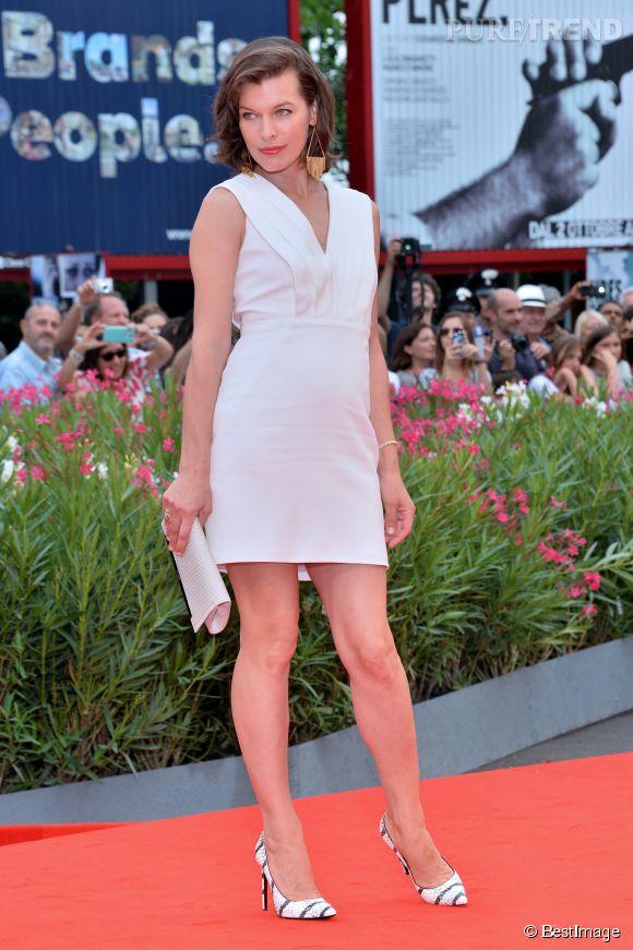 Milla Jovovich dans une robe virginale, à croquer.