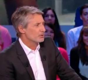 """Antoine de Caunes, toujours quelques blagues en réserve pour les invités du """"Grand Journal""""."""