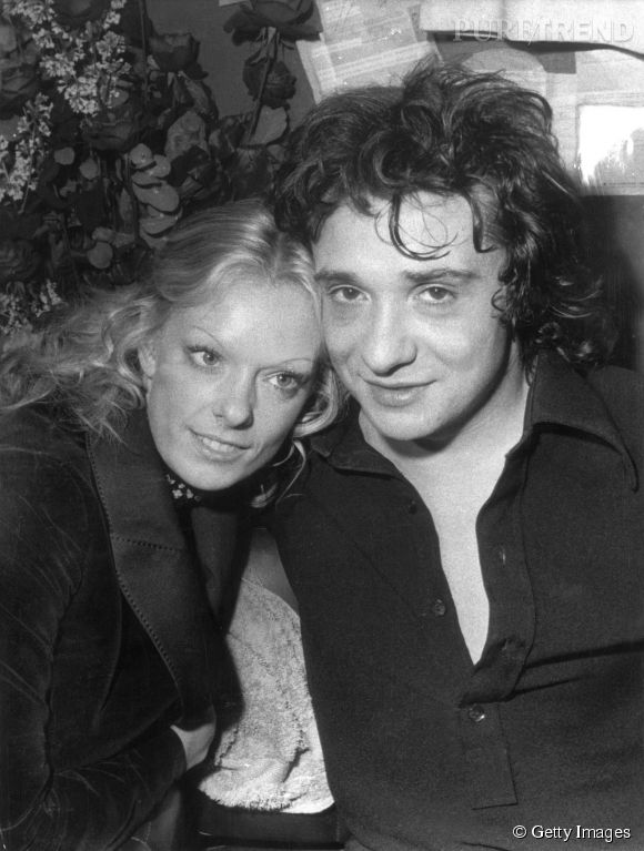Michel Sardou et Françoise, sa première épouse, maman de ses deux filles aînées Sandrine et Cynthia.
