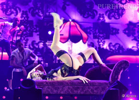 Jennifer Lopez multiplie les accrobaties.