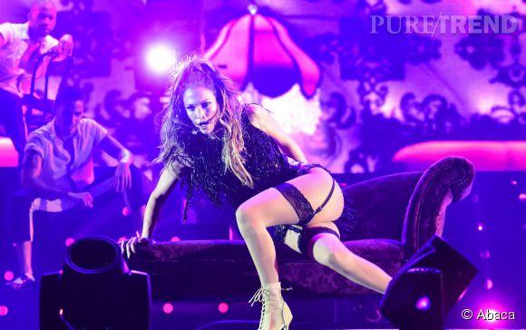 Jennifer Lopez en concert à Singapour, elle repousse de nouvelles limites.