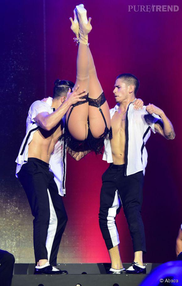 Jennifer Lopez en porte-jarretelles pour l'occasion.