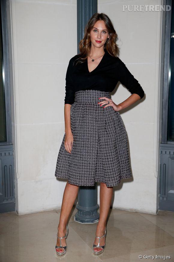 Ophélie Meunier, radieuse dans sa tenue de lady à l'esprit rétro, façon New Look.