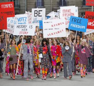 Fashion Week Paris jour 8 : la manifestation féministe de Chanel