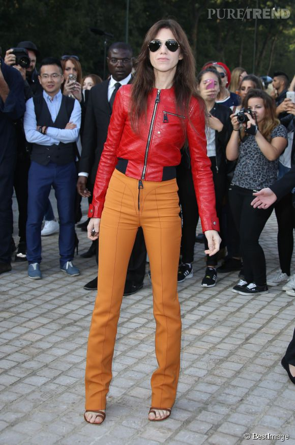 Charlotte Gainsbourg, colorée et audacieuse au défilé Louis Vuitton.