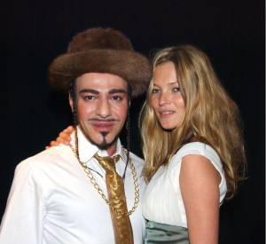 John Galliano et son amie de toujours, Kate Moss. Ici, en mars 2004.