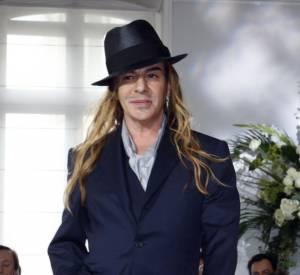 John Galliano, ici lors du défilé Christian Dior Automne-Hiver 2009/2010 Haute Couture, revient dans le monde de la mode.