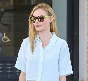 Kate Bosworth mélange couleur pastel et cuir camel pour une tenue d'automne toute en féminité.