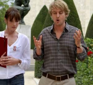 """Carla Bruni-Sarkozy raconte son expérience de tournage avec Woody Allen dans le film """"Minuit à Paris""""."""