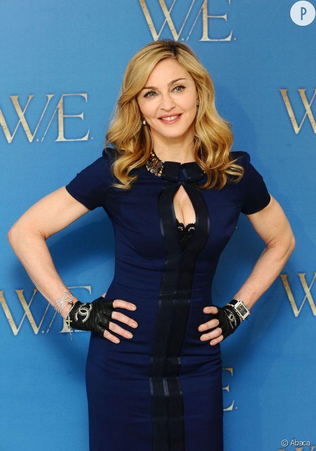 Madonna et son décolleté fendu.