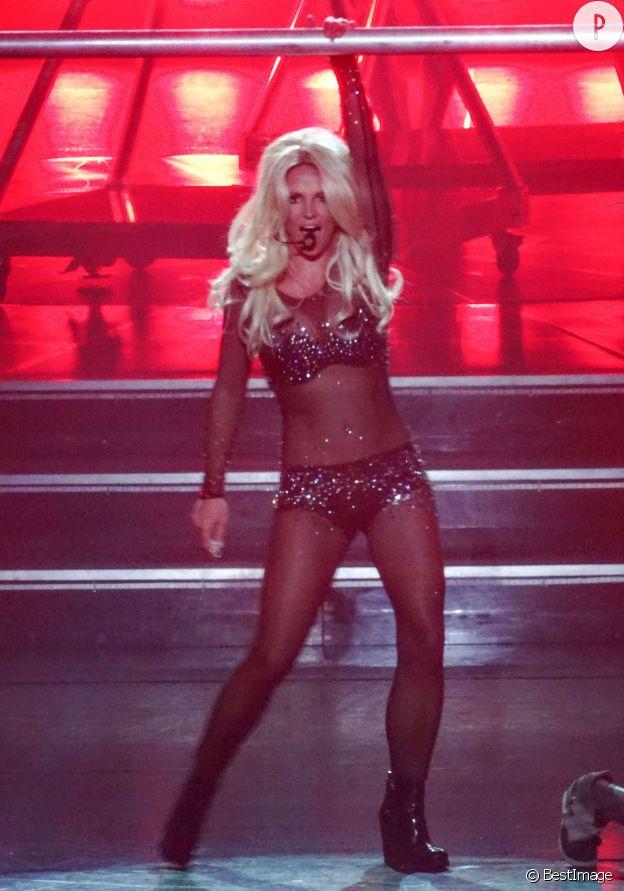 Britney Spears, femme fatale sur scène... Femme trompée en privé. Et alors ?