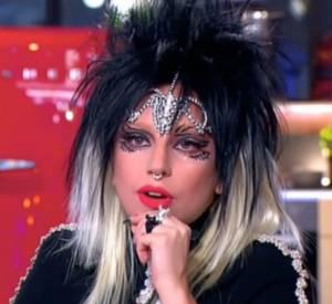 """Lady Gaga en larmes dans """"C à vous"""" vendredi dernier."""