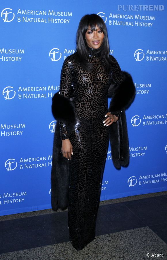 Naomi Campbell, top model superstar des années 90 ose la robe seconde peau de Tom Ford. Et c'est une réussite. Quelle allure !