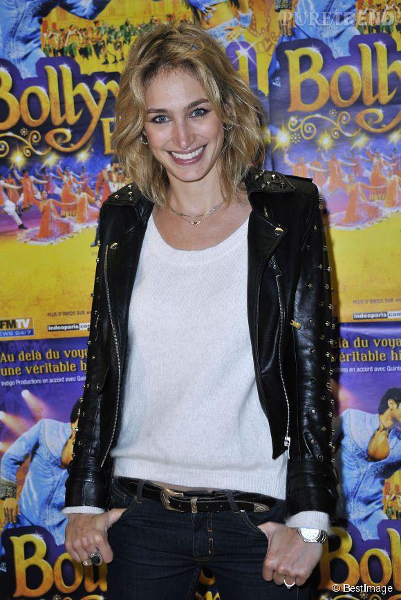 """Pauline Lefèvre, beauté rock'n'roll pour la générale de """"Bollywood Express"""" à Paris, le 27 novembre 2014."""