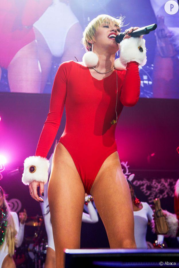 Miley Cyrus mère Noël sexy.