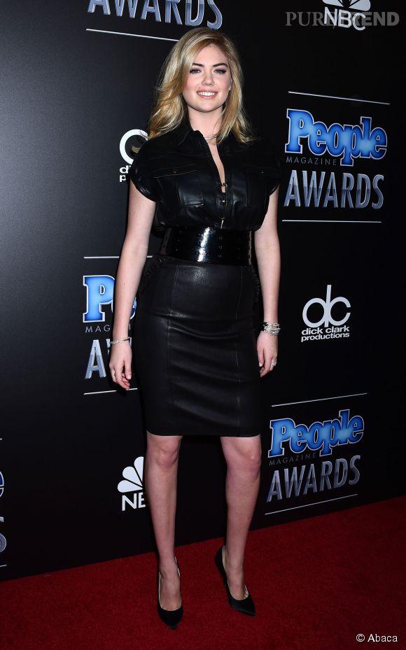 Kate Upton dans un mauvais jour... Elle choisit une robe qui ne la flatte absolument pas. C'est un fail.