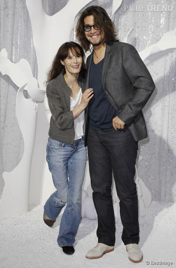Lulu Gainsbourg et sa mère, Bambou, invités d'un défilé Chanel en octobre 2011.