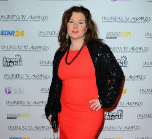 Lauriers TV Awards : Cindy Lopes arbore un look pop sur le tapis rouge.