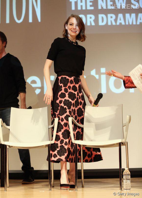 Emma Stone porte pour l'occasion un ensemble Lanvin et des escarpins Christian Louboutin.