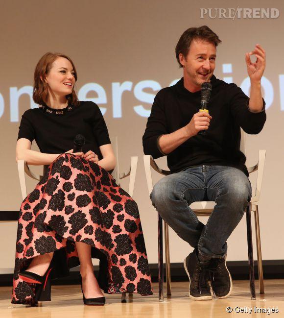 Emma Stone et Edward Norton sur scène.