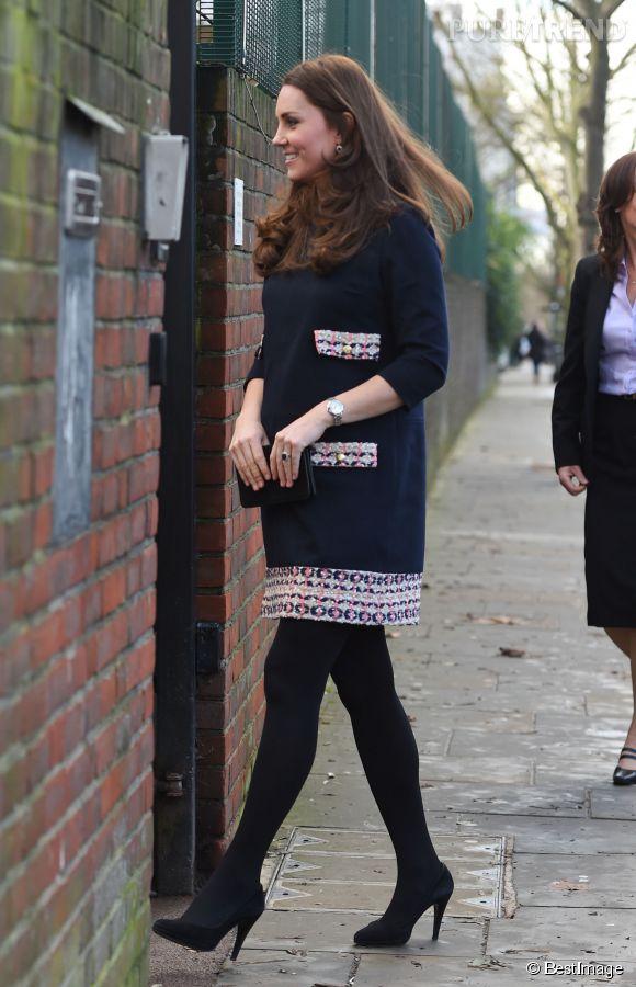 Kate Middleton ne cache plus ses rondeurs et assume son baby bump.
