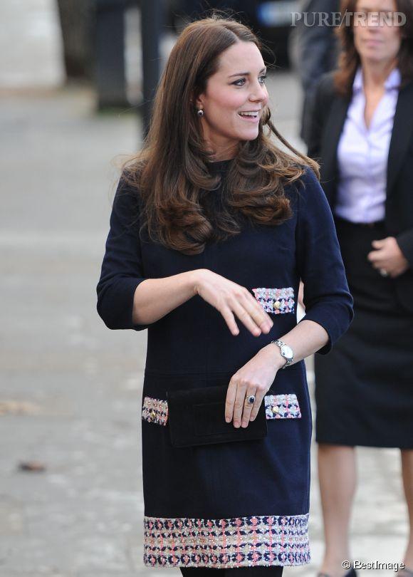 Kate Middleton, souriante et heureuse de se rendre dans l'école Barbly de Londres.