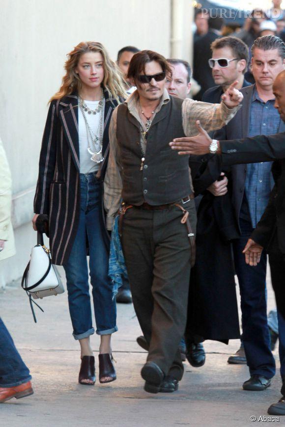 """C'est main dans la main que Johnny Depp et Amber Heard arrivent sur le plateau du """"Jimmy Kimmel Live !"""", ce jeudi 15 janvier 2015."""